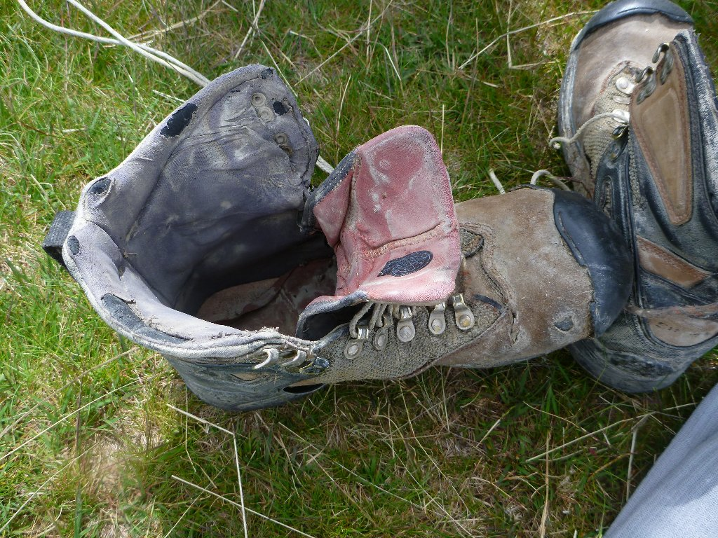 Time to put on my tired old boots. I don't think they'll see the season out but it's their 3rd one! Simms Guide boots.